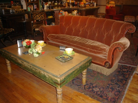 Friends_Central_Perk_couch